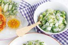 Salate / Juchee - wir verlängern den Sommer und freuen uns über frische Salatkreationen. Frucht, Käse, Joghurtdressing und vieles mehr - erlaubt ist was schmeckt.