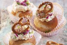 Zum Oktoberfest / Von der Deko zu Rezepten, die in der Oktoberfest-Zeit nicht fehlen dürfen. Wir sind ganz begeistert von den Obazda-Cupcakes. Augenschmaus für auf die Hand.