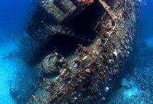 Epaves et trésors sous-marins / Epaves de bateaux et avions, trésors sous-marins divers tels que des statuts immergées.