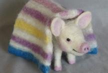 Project: Farm Playset / Farm animals and barnyard scene from felt & fabric.