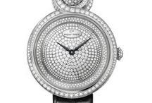 LADY 8 / The Lady 8 models exemplify fine jewelery craftsmanship in a play of curves for women who appreciate the sensuality of time. Minerals and gemstones in combination provide an infinite number of variations for the timepiece.