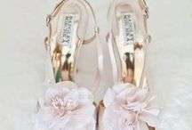 Wedding Accessories / Must have wedding accessories - hair, make-up, veil, shoes and all the rest
