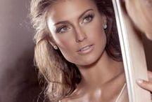Maquiagem | NOIVAS / Um dos detalhes mais lindos de uma noiva. Maquiagem é puro amor!