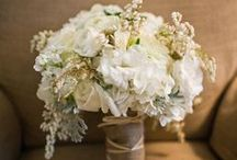 Wedding Flower Inspiration / by Candid Apple Photography & Design