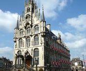 // Oude Stadhuys Gouda / Het Oude Stadhuys is één van de mooiste monumentale panden van Nederland en perfect als unieke trouwlocatie. Het is gebouwd in de vijftiende eeuw en staat midden in het sfeervolle, historische stadshart van Gouda.