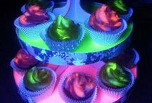 Glow Cake / Glow in the dark, LED inspired Cakes. Add lights to your cakes to make them that much more special!