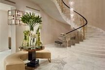 Natural Stone in Hallways / Natural stone tiles on floors, walls and stairways create an impressive ambience. The following pictures show some dream entrance halls and living rooms.