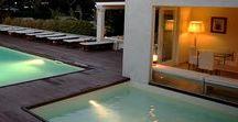 """Hotel Villa Martini / Due ville restaurate sul promontorio di Castiglioncello costituiscono l'hotel, contornate da giardini e piscine. Ambienti semplici e raffinati che richiamano i colori del mediterraneo per creare un'atmosfera rilassante di una """"vacanza al mare""""."""