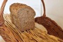 Brood wit bruin volkoren / Het lekkerste en meest uitgebreide broodassortiment: daar staat Bakkerij Kees Gutter in groot Waterland om bekend. Het Waterlands Meergranen is de kers op de taart in het broodassortiment en is verkrijgbaar in meerdere smaken.