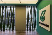 A|W Turnkey - PETRONAS / Responsável por fabricar e comercializar lubrificantes automotivos e industriais, a PETRONAS está de casa nova em São Paulo. Com 452m², o escritório foi pensado para comportar 32 colaboradores e futura expansão.