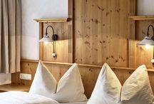 Ferienwohnungen / Gemütliche Ferienwohnungen ausgestattet mit Naturholzmöbeln // Cosy holiday apartments equipped with natural wood funiture
