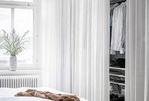 Gardiner - Smarta lösningar / Gotain gör det enkelt att beställa skräddarsydda gardiner! Ett noggrant utvalt sortiment, multifunktionell upphängning samt snabb och kostnadsfri frakt! Gotain sammetsgardiner vävs i Spanien, ett land med lång erfarenhet och bred kunskap inom just textiltillverkning. Vi skräddarsyr alla gardiner i vår Atelje i Sverige, därför är leveranstiderna snabba.