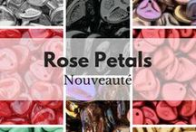 Perles Rose Petals / Perles Rose Petals en verre de qualité européenne. De jolies perles en forme de pétale de rose, disponible en de nombreux coloris, permettant la réalisation de bijoux très originaux !
