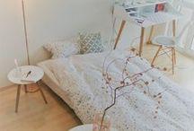 gästezimmer // guestroom / Bisher musste unser Übernachtungsbesuchauf aufblasbaren Matratzen die Nacht verbringen oder auf unserem Sofa im Wohnzimmer. Wie viel schöner ist es nun mit unserer neuen Schlafcouch im Homeoffice, die süße Träume und Privatsphäre verspricht.