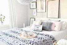 schlafzimmer // bedroom / Schlafzimmer, Bett, Nachttisch, Home, Zuhause, Einrichten, Wohnen, Cozy, bedroom, sleeping room, interior, living, home, sleep, decor, decoration