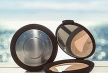 Noon: Shimmering Skin Perfector Pressed / Add high-impact glow to your favorite features to beam bright like Noon.