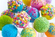 Cake Pops für Kinder / Hier findet ihr verschiedene Cake Pop Rezepte für Kinder. Egal ob für den Kindergeburtstag oder anderen festlichen Anlass.