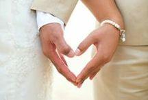 DIY Hochzeit / Verliebt, verlobt, verheiratet. Du planst deine eigene Hochzeit oder die deiner besten Freundin und bist auf der Suche nach bezaubernden Deko-Ideen für die Hochzeitstafel, Candy-Bar oder den Sektempfang? Dann bist du hier genau richtig;) Hier findest du festliche Einladungs-, Save-the-Date-, und Menükarten, Gästebuchinspirationen, rührende Gastgeschenke oder lustige Ideen für deinen Hochzeits-Fotobooth. Sag einfach Jaaaaaaaa ...