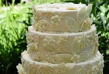 Milwaukee Wedding Cakes / Wedding Cake... The sweet ending to your perfect Wisconsin Wedding. Check out these fantastic cake designs by the best bakers in SE Wisconsin!  Milwaukee Wedding cakes/ Waukesha Wedding Cakes/ SE Wisconsin Wedding Cakes