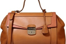 Handbags / Fashion handbags that will compliment any outfit.
