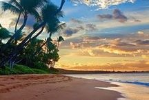 Best Beaches in Hawaii / Choosing a beach in Hawaii can be hard—there are many with white sand, blue water, and incredible ocean views.