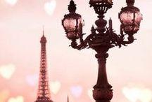Miasto miłości / Paryż jest nazywany stolicą zakochanych i miastem miłości - chętnie pokażemy Wam dlaczego w tych określeniach nie ma ani grama przesady ;)   Skontaktuj się z nami przez nasze biuro GRAND TOUR: http://www.biurograndtour.pl/