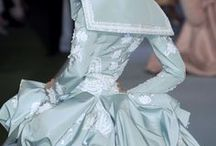 Extraordinary Gowns / by Belinda Roussel