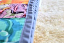 Beginner Quilts / Beautiful beginner quilts to inspire you to start creating our own special quilt too! These easy quilt patterns and quilt tutorials will set you up with the skills to move onto more advanced sewing projects! Use these quilting basics to create beautiful beginner baby quilts, lap quilts, and even bigger quilts too!