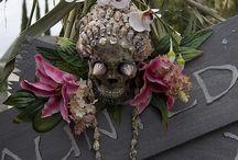 Spooky Halloween Yard Ideas / by Catherine Bond