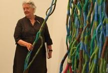 Sheila Hicks / While painting in Chile, American artist Sheila Hicks (born 1934) discovered her love for working with fibres. Her award-winning work can be found in the collections of numerous museums including both the Met and MOMA in New York, and the Victoria & Albert Museum in London, England. Hicks has lived in Paris, France since 1964, but often returns to the US.