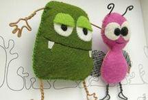 Monstrinhos e brinquedos artesanais / Monstrinhos e brinquedos feitos em tecido.
