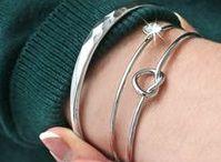 Minimal Jewelry | Fijne sieraden / Minimalistische sieraden zijn helemaal on trend. Laat je inspireren door deze fijne sieraden!