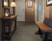 Hyttedører / Dører til hytta kan være tradisjonelle eller skille seg ut. Velg den døren som passer din stil. Sommerhytte eller kanskje hytte på fjellet - Swedoor har en dør som passer.