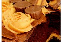 Peanut Butter and Chocolate Cakes, Desserts, and Sweets! / Featuring the most delicious peanut butter and chocolate cakes, desserts, and sweets!