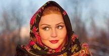 Русские девушки в платочках и без