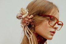 Flower Power / Fiori: sugli abiti, sugli accessori e sui capelli la tendenza è a tema floreale!