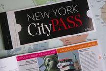Nova York | EUA / Nova Iorque, ou Nova York, é uma das áreas metropolitanas mais populosas do mundo. E quem não se apaixona por esse lugar? É tanta gente, tanta opção do que fazer e ao mesmo tempo tantos pontos turísticos clássicos pra colocar na rota! NY nós te amamos!