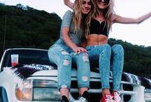 f r i e n d s / fun photos you can take with your friends