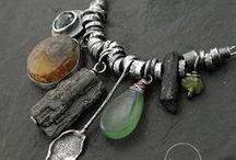 Jewelry Inspiration / Inspirational images for jewelry making with commentary by me (CMD) on the designs, how to make them, the tools you'll need and difficulty of the projects.