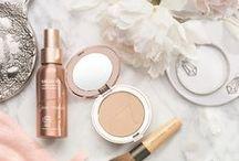 Clean makeup / Non-toxic makeup products & beautiful, natural makeup Inspo.