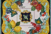Ceramica Vietrese Pannelli Murali con Frutta e Fiori / Pannelli murali in ceramica vietrese decorati con soggetti di frutta e fiori