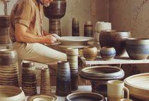 -Mobach- / Het bedrijf werd in 1895 in Utrecht als de Utrechtsche Pottenfabriek opgericht door de uit een Friese pottenbakkersfamilie stammende Klaas Jaan Mobach. Diverse generaties hebben het vervolgens voortgezet. Het proces van de vervaardiging van keramiek is in de loop der geschiedenis vrijwel gelijk gebleven. Hierbij wordt het aardewerk in kleine serie of als unica gedraaid of handmatig opgebouwd uit kleirollen of -platen, waarna het geglazuurd wordt. Met name de manshoge plantbakken en -vazen zijn bekende keramiekprodukten van Mobach. Piet Klaarhamer en Gerrit Rietveld ontwierpen een aantal vazen.  Het uit 1913 daterende fabrieksgebouw aan de Kanaalweg langs het Merwedekanaal, tezamen met drie bijbehorende arbeiderswoningen, hebben de status van rijksmonument.[1] Een deel van de collectie is op die locatie ondergebracht in een museum dat eenmaal per jaar open is.  Aan de Oudegracht 198 voerde de familie Mobach sinds 1910 tevens een winkel waar ze hun keramieken verkochten.[2] De winkel werd in 1970 overgenomen door een andere eigenaar en in 1975 verhuisd naar de Choorstraat. Onder de noemer Mobach was het een speciaalzaak in vormgevingsartikelen die daar tot 2014 bestond.