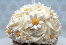 Beautiful Cakes & Cupcakes / by Patricia McGuire