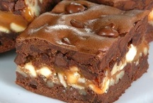 Brownies and Blondies and Other Good Bars / by Monica Fisher