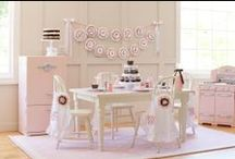 Kids Chef or Baking Parties / by Courtney Price I Glamour Avenue Parties