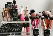 H O ME : Dressing Tables / Dressing rooms, makeup storage and dressing tables.