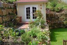 Gartenhaus und Pflanzen
