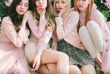 "BLACKPINK / Zadebiutowały  8 sierpnia 2016 roku z piosenkami ""Boombayah"" i ""Whistle"". Należą do YG Entertainment . BLACK PINK nie posiada liderki. Nazwa ich fandomu to BLINK"