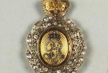 History jewerly-rings,collar,order.... / historické šperky-prsteny,náušnice,přívěsky,řády,mitry,korunovační klenoty,dýky,šavle,meče.předměty