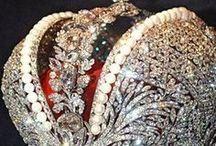 CROWN-tiara / královské koruny,tiary -klenoty z různých druhů drahých kamenů-jedinečné klenotnické práce